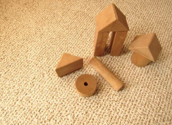 積み木とカーペット